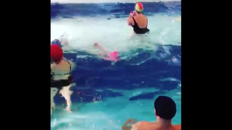 Вот так мы плаваем в три года🏊🏻🏊🏻🏊🏻👍
