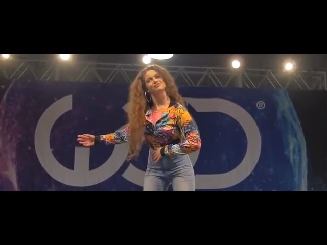 Классно танцует под Barbie Girl Dance