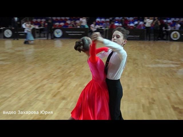 Медленный вальс в финале танцуют Захаров Степан и Крапивина Арина пара №142
