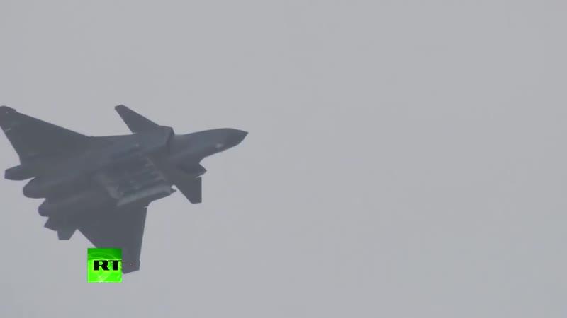 Полёт «Чёрного орла»_ Китай показал новейшие истребители Chengdu J-20