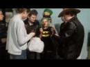 Рыжий клоун Леприкон, разбрасывающийся деньгами. Хэллоуин 2017