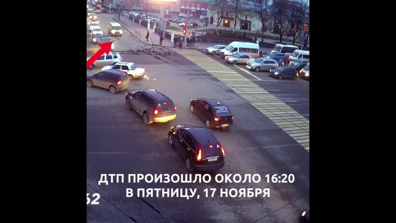 Момент столкновения инкассаторов и полицейских в центре Рязани попал на видео