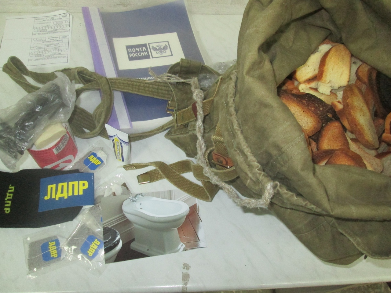 Йошкаролинцы отправили в СИЗО мешок сухарей экс-главе Марий Эл Леониду Маркелову.