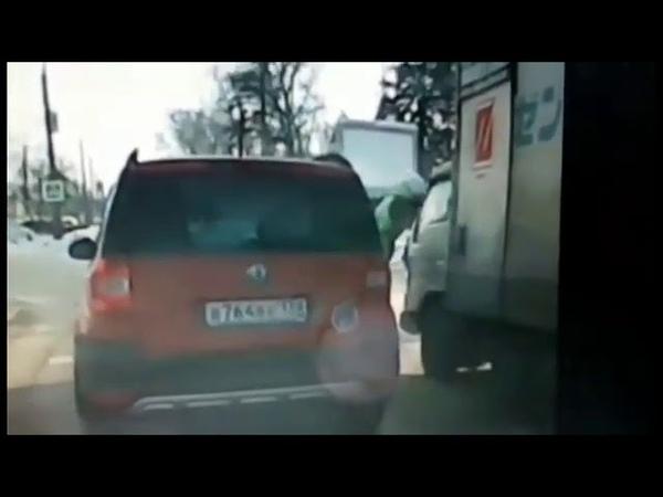 дтп Ангарск, грузовичок поцарапал автомобиль и скрылся с места 19 .01.18