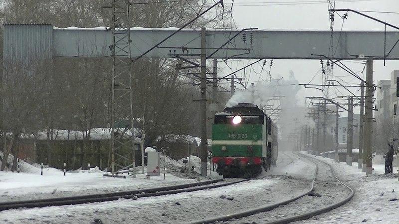 Паровоз П36-0120 с экскурсионным вагоном. Едет тендером вперёд!