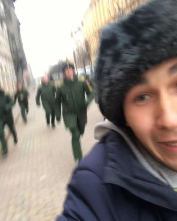 """Alexander Banaishchik on Instagram """"Голова замёрзла, решил позаимствовать шапку😂 Вернул! Они не сразу поверили что тоже был военным и просто снима..."""