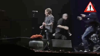 Man Rushes Corey Taylor On Stage, Security Guard DESTROYS Him | Rock Feed