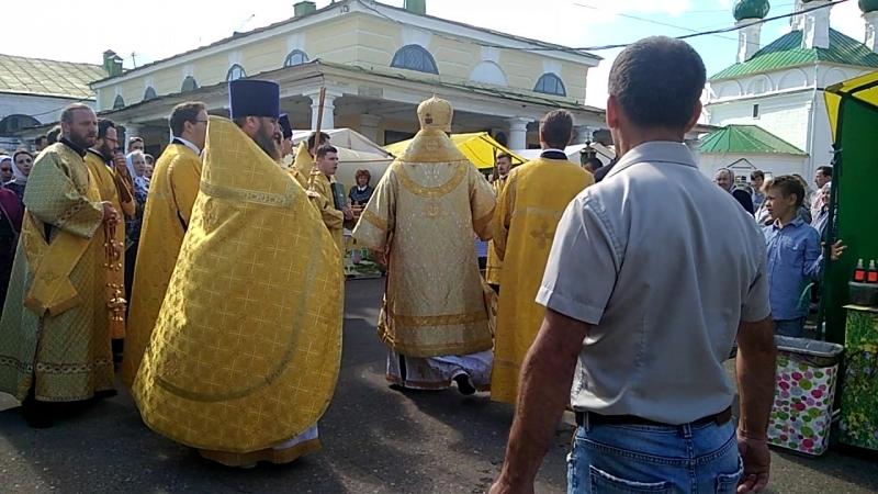 МЕДОВЫЙ СПАС крестный ход в мелочных рядах гКострома ярмарка