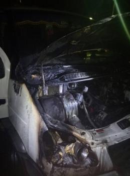 За ночь пожарные Железногорска дважды выезжали тушить автомобили