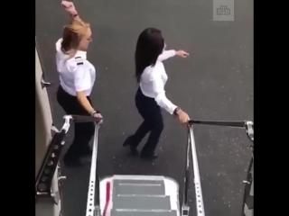Девушка-пилот спрыгнула с самолета для участия в челлендже