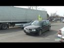 Колеса пошкоджених авто під дверима начальника Управління ЖКГ