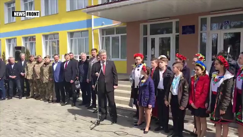 Порошенко в Волновахе: Мы освободим нашу землю Донбасса
