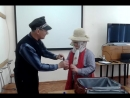 Николай Николаевич в роли французского таможенника и Артемий в роли прилетевшего пассажира