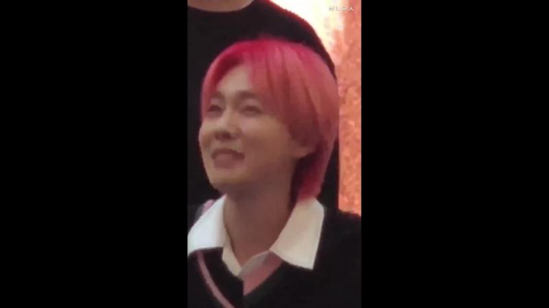 김진우 진짜 팬들 약올리기 맛들려서 마지막까지 약올리길랰ㅋㅋㅋㅋㅋ - - 휴.. 진짜 오늘 너무 예쁘니까 용서한다.. - 전에는 - 머가 - 전에는 별로 안 예뻤어^^ 아라따^^^^ - - 아니 대답할 틈 좀 조요ㅠㅠㅋㅋㅋ 결국