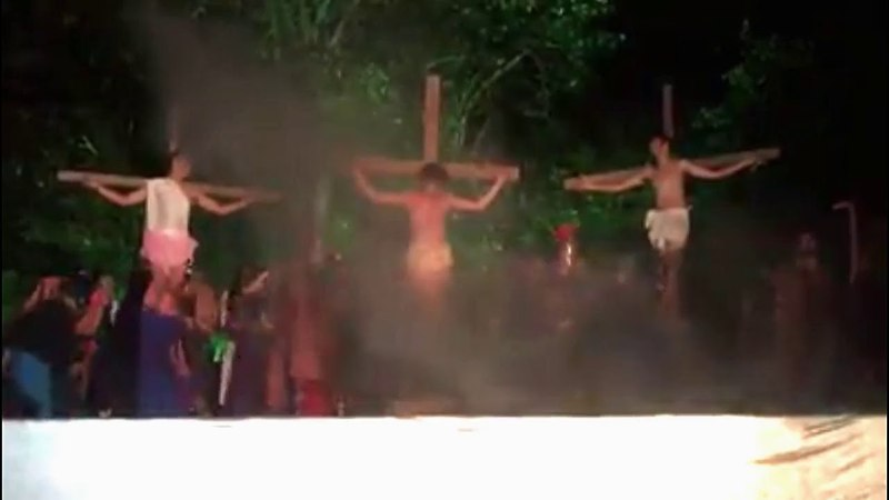 🔴MAN ATTACKS ACTOR TO SAVE JESUS in Passion of Christ in southern BRAZIL.