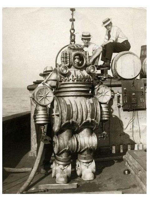 Водолазный костюм конструкции капитана Петри, США, 1900 год.