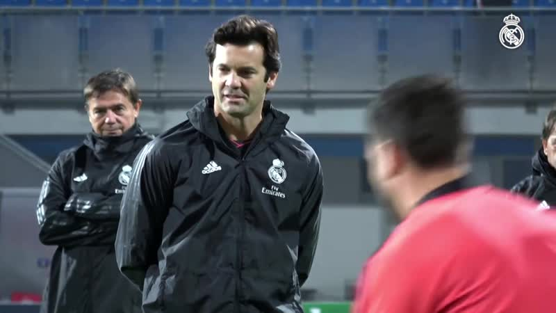El Real Madrid se entrenó en el Doosan Arena (06.11.18)