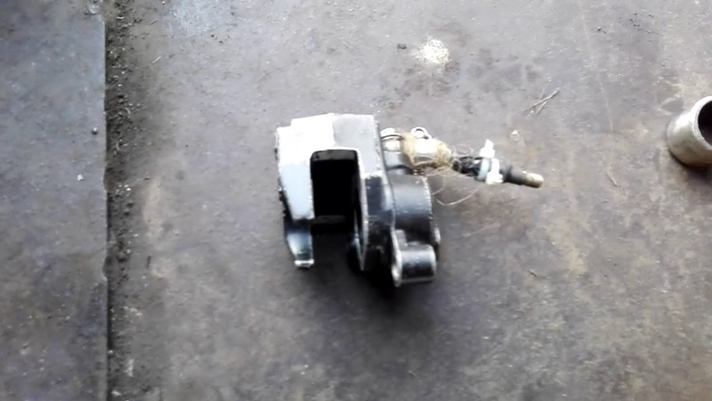 Как вытащить поршень из суппорта на питбайке мопеде скутере