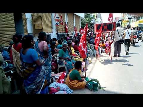 Заседание Коммунистической партии Индии в г. Пондичери прямо на проезжей части дороги
