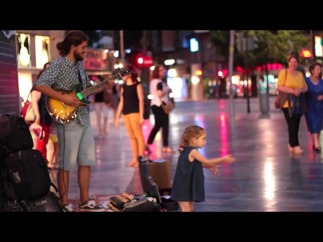 Little Girl Dancing - Despacito - Guitar Street Cover