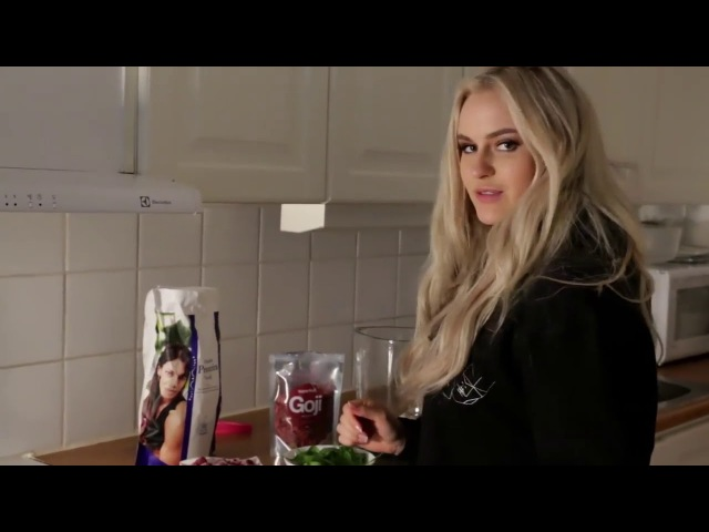 Анна Нистром Workout In The Woods Homemade Smoothie Anna Nystrom
