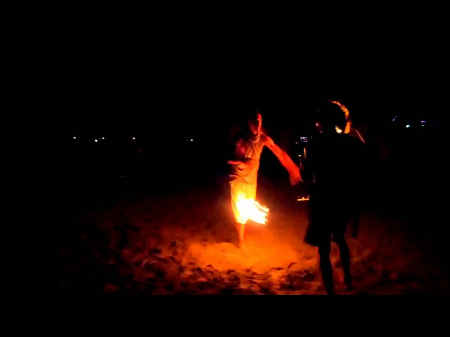 Фаер шоу на пляже в Арамболе