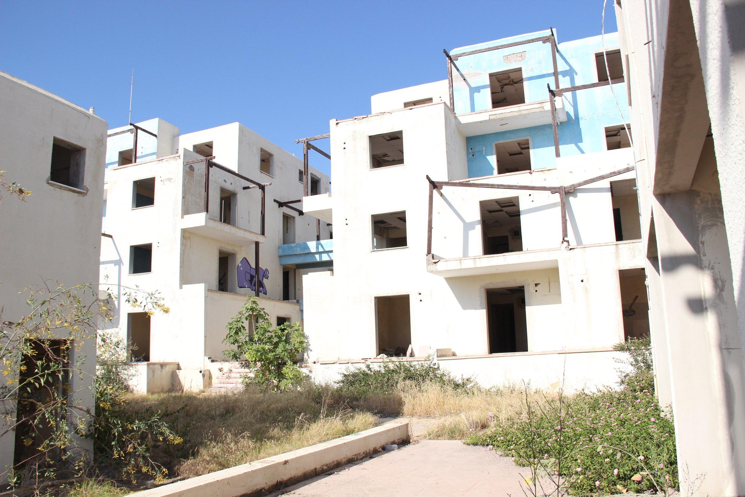 Пустующий отель на Кипре