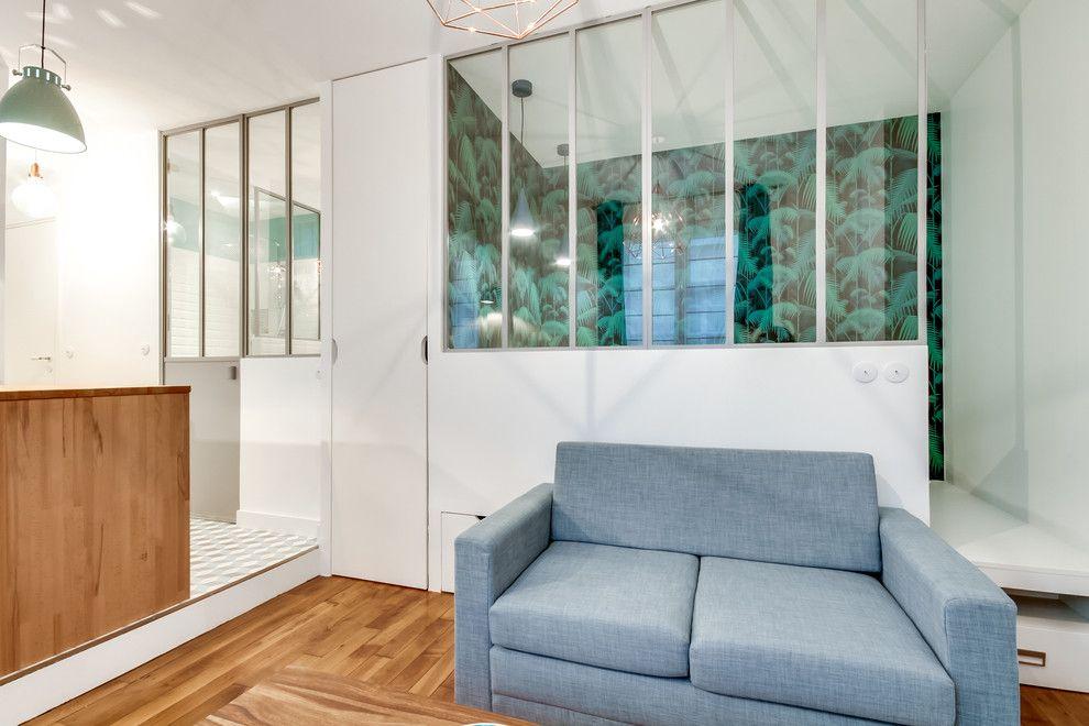 Интерьер квартиры-студии 25 м с выдвижным шкафом в Париже.