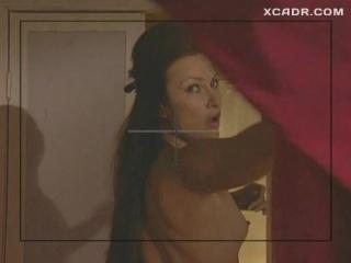 Эвелина Бледанс засветила голую грудь