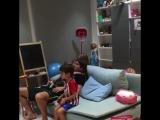 Филипе Луис играет с сыном в FIFA18