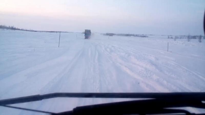 камаз завалился мимо зимника.раме в пропеллер(