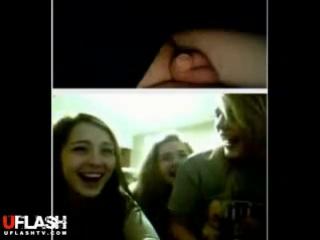 Видео показывает член девчонкам