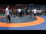 В Краснодаре на всероссийском турнире по вольной борьбе памяти Бесика Кудухова произошла массовая потасовка.