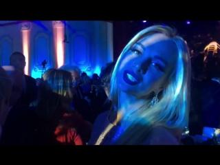 Анастасия Макеева - Снимаю репортаж,как наши «звезды» первой величины стоят в очереди,чтоб прикоснуться к прекрасному