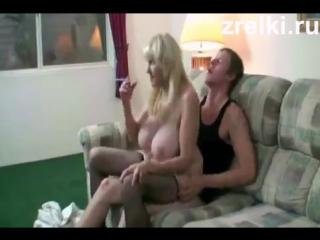 На вписке жестко трахают зрелую сисястую проститутку два парня молодых mature mom porn
