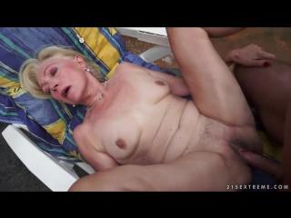 Бабулька захотела секса