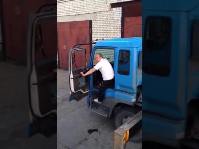 Пьяный водитель манипулятора приехал на объект