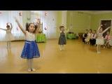 Красивый танец с цветами Утренник 8 Марта в детском саду Средняя группа