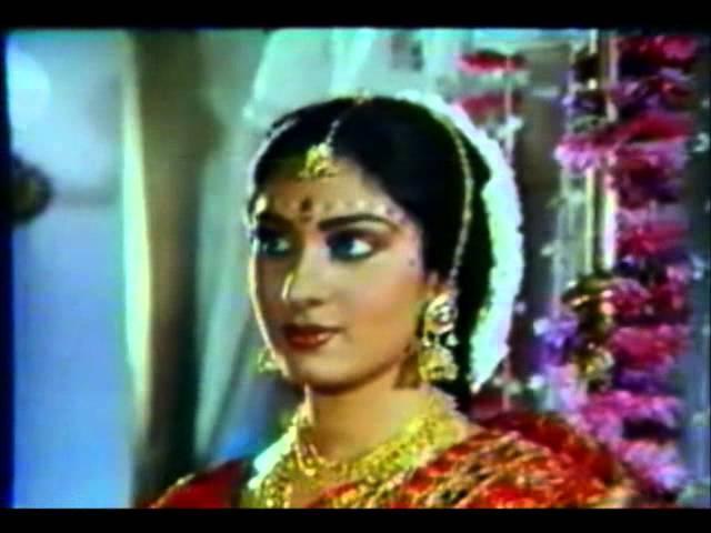 Meenakshi Sheshadri, Rajesh Khanna Awara Baap (1985) Suhaagraat Scene