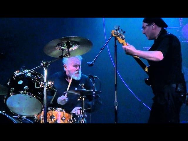 Queenadam lambert live zurigo2015 roger taylor bass solo,the invisible man instrumental