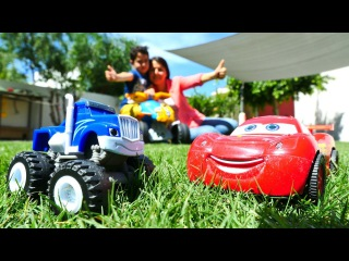 #erkekçocukoyuncakları. McQueen ve Crusher araba yarışı yapıyorlar.🏎️🏁 #arabaoyunları