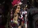 No Rio, foliões perguntam a Fátima Bernardes: foi golpe ou não?