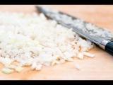 Как нарезать лук без доски / мастер-класс от шеф-повара / Илья Лазерсон / Обед безб...