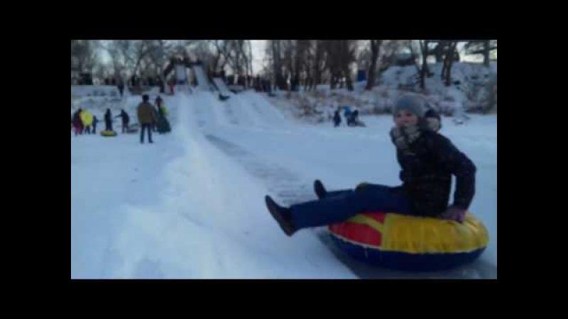 Катание с горки, точнее с Горы)) по замёрзшему Уралу на Беловке.