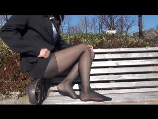 Девушка в колготках на скамейке - Girl in pantyhose on the bench