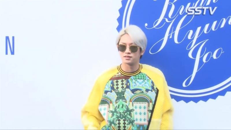 [SSTV영상] 슈퍼주니어 김희철, 패셔니스타 다운 꽃미모_ '내 얼빠들 위해' (헤라 서울션위크)