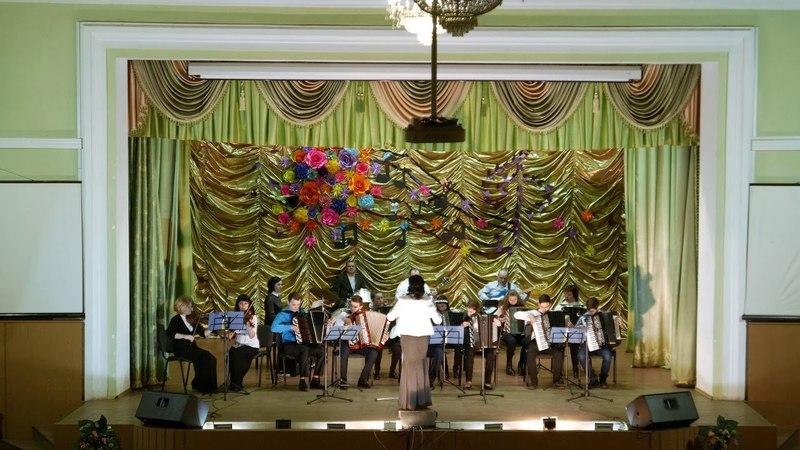 Оркестр учнів та викладачів Овруцької МДШ кер Рябоконь О В 2018р