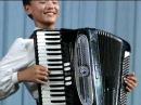 North Korean Boy Playing Accordion 北朝鮮少年アコーデオン独奏