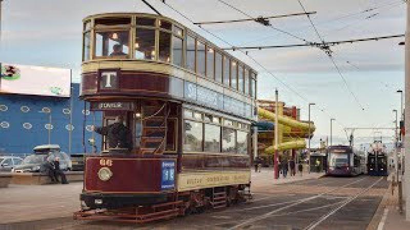 Двухэтажные трамваи в английском городе Блэкпул