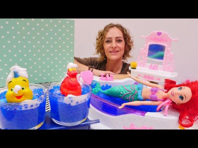 Arielle die Meerjungfrau im Spa-Salon. Spielzeugvideo für Kinder